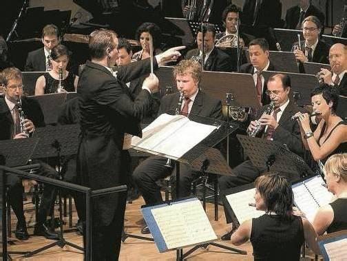 Thomas Ludescher mit seinem Sinfonischen Blasorchester.