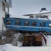 Schwedische Putzfrau rast mit Zug in Wohnhaus