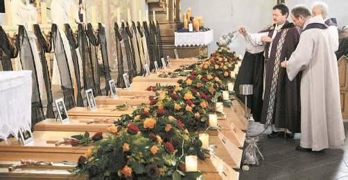 """""""Elf Schätze"""" nannte Pfarrer Ronald Waibel die Todesopfer der Brandkatastrophe in Egg. Kurz darauf starb eine zwölfte ehemalige Bewohnerin des Vinzenzheims. Foto: VN"""
