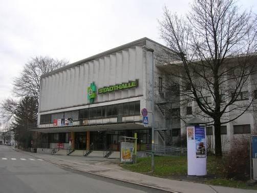 An der Stadthalle in Dornbirn hat der Zahn der Zeit deutliche Spuren hinterlassen. Foto: ha