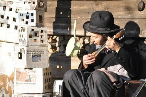Andreas Paragioudakis gastiert heute am Dornbirner Spielboden. Sämtliche Instrumente werden von ihm bedient. foto: spielboden
