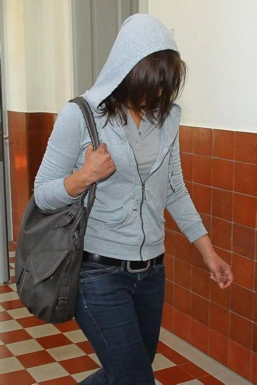Angeklagte: Cains Mutter, Richterin Karin Dragosits, Leitender Staatsanwalt Wilfried Siegele, Verteidiger German Bertsch; Cains Mutter Aleksandra vor Gericht.