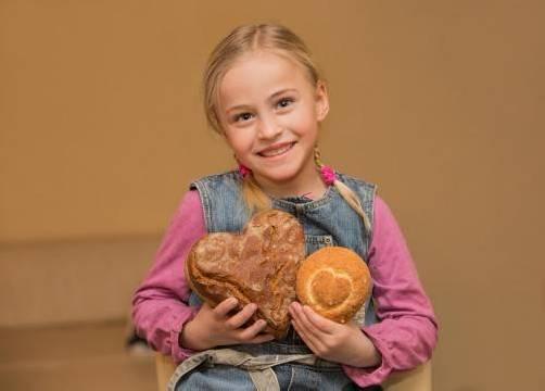 Brote in Herzform zugunsten der Kinderseelenhilfe. Foto: SPAR
