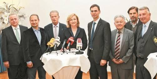 Bundes- und Ländervertreter reden über Steuerhoheit. Auf dem Archivfoto: Landeshauptmann Wallner rechts neben Finanzministerin Fekter. Foto: APA