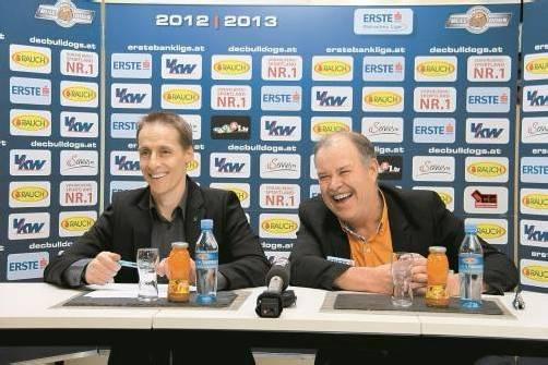 DEC-Manager Alexander Kutzer (l.) und Coach Dave MacQueen präsentierten sich bei der Verkündung der Vertragsverlängerung gut gelaunt . . . Foto: DEC