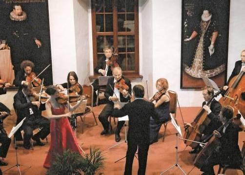 Das Engagement junger Solisten versteht das Orchester Arpeggione seit Jahren als Auftrag – vor einiger Zeit spielte man mit der deutschen Geigerin Veronika Eberle. Foto: Rhomberg