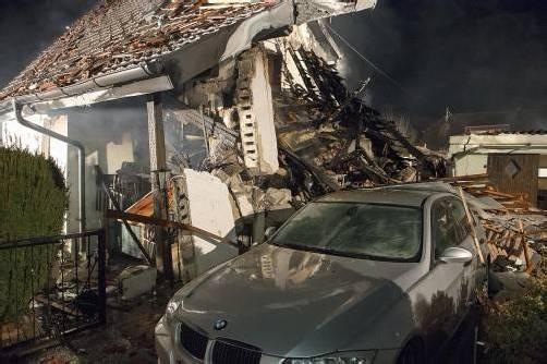 Das Gebäude ist nach einer Explosion einsturzgefährdet. Die Eigentümerin blieb unverletzt. Der mutmaßliche Täter liegt auf der Intensivstation. Foto: apa