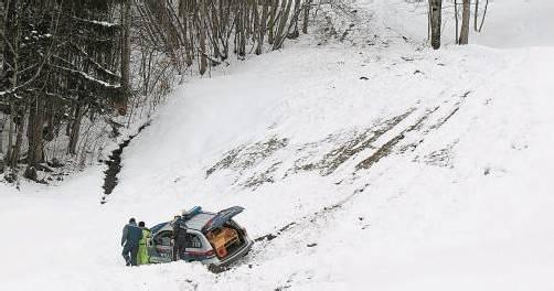 Das Polizeiauto rutschte in Tschagguns rund 100 Meter seitlich den Hang hinab. Foto: vn/hofmeister