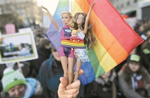 Demonstration für Homo-Ehe: Österreich muss nach Gerichtsurteil zumindest das Adoptionsrecht ändern. Foto: Reuters