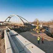 Einschub von 2200 Tonnen schwerer Brücke