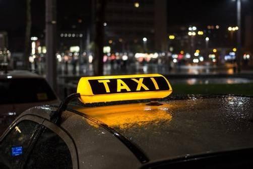 Schweizer Taxi war für ein englisches Paar die falsche Wahl. symbol: Adobe stock