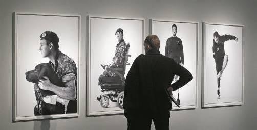 Der kanadische Musiker Bryan Adams hat britische Soldaten nach dem Afghanistan-Einsatz fotografiert. Foto: AP