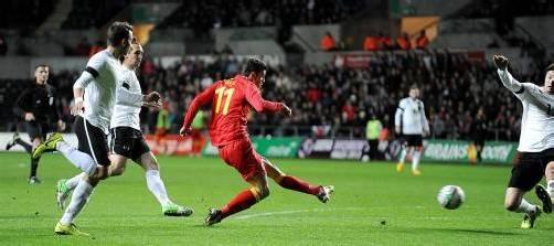 Der walisische Superstar Gareth Bale erzielt den ersten Treffer (Bild), auch bei Tor Nummer zwei hatte der Tottenham-Spieler seinen Fuß im Spiel. Foto: ap