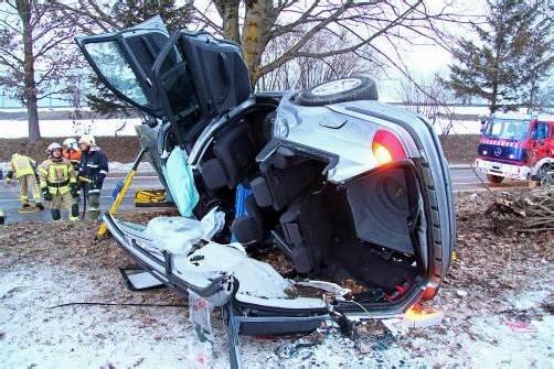 Der Wagen war am Abend des 22. Februar in Sulz-Röthis gegen einen Baum gekracht. Foto: archiv, vol.at/pletsch