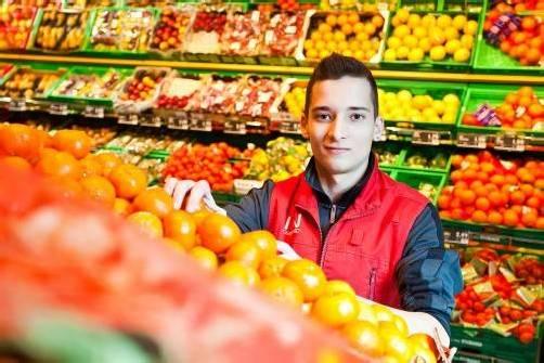 Im Lebensmittelhandel finden 400 Jugendliche ihren Ausbildungsplatz mit einer fundierten Berufsausbildung.