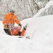 Hüfthoch durch die Schneemassen