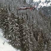 Skifahrer steckten in Lawinen-Hang fest