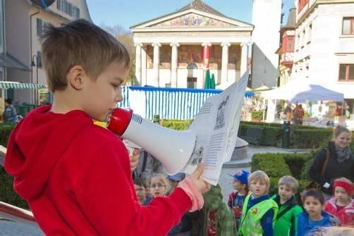 Dornbirner Schüler gingen 2012 auf den Marktplatz und lasen den Besuchern vor. Foto: VN/Steurer