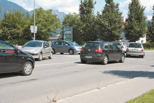Durch einen Kreisverkehr soll der Kreuzungsbereich an der L 190 in diesem Jahr neu gestaltet werden. Foto: em