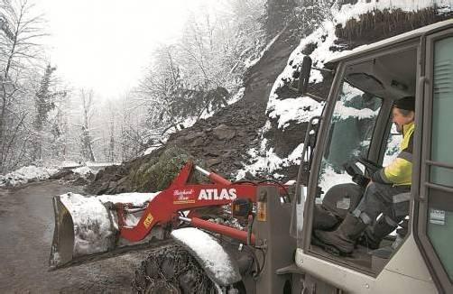 Ein Erdrutsch verlegte gestern die Ebniter Straße. Foto: klaus hartinger