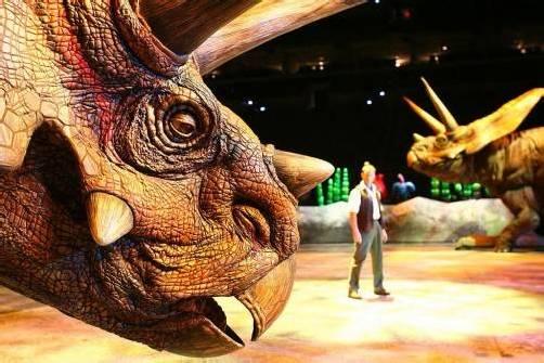 Erleben Sie Dinosaurier hautnah in voller Größe direkt vor Ihren Augen. foto: www.dinosaurier-leben.ch