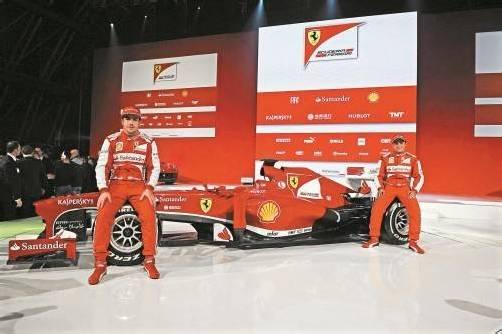 """Farblich ist der neue """"F138""""-Bolide von Fernando Alonso und Felipe Massa im traditionellen Ferrari-Rot gehalten, aber mit markantem schwarzen Lack im unteren Teil. Foto: EPA"""