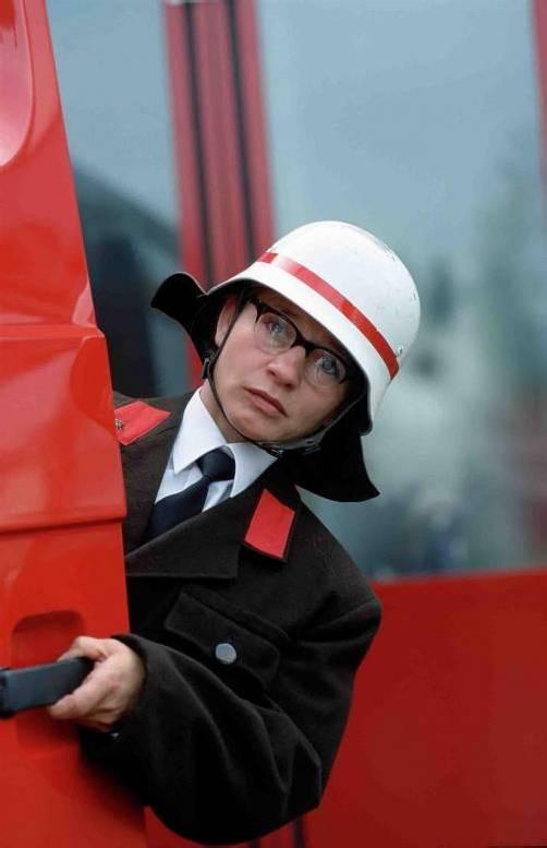 Hoffentlich kein Ernstfall! Elke Maria Riedmann löscht als Feuerwehrfrau Brenda Feuerle. foto: veranstalter