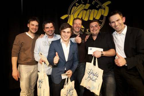 In Feststimmung: Stefan Pohl (l.) mit Markus Lins, Gianni Zarriello, Stefan Vögel sowie Martin Weinzerl und Hajo Förster. Fotos: VoVo/Mathis