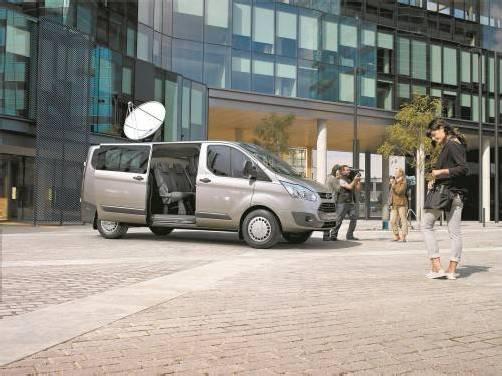 In seiner jüngst – 2012 – komplett erneuerten Version hat der Ford Transit als Custom bei unveränderten Transport-Fähigkeiten an Pkw-Haftigkeit zugelegt.