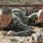 Hartes Training für Soldatinnen und Soldaten