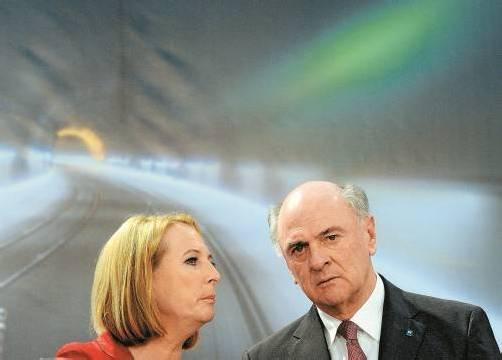 Pröll – im Bild mit Verkehrsministerin Bures – will in Niederösterreich die absolute Mehrheit für die ÖVP halten. Foto: APA