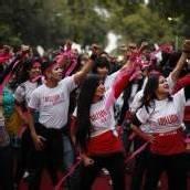 Inderinnen tanzen gegen Unterdrückung