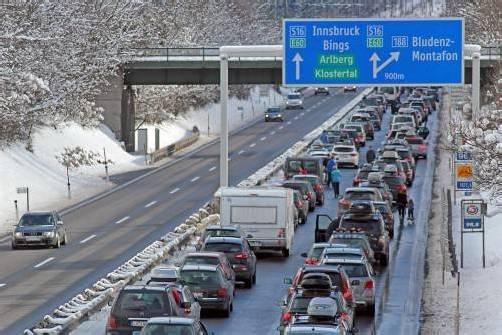 Stau auf der S 16 vor der Abfahrt ins Montafon. Die Asfinag sucht nach Lösungen. Foto: VN/Schwald