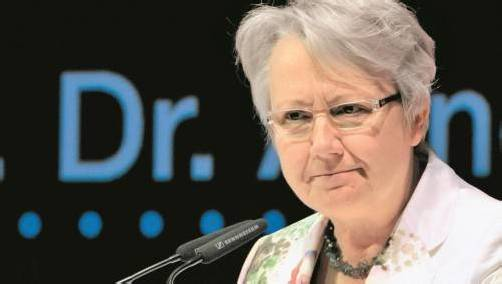 """Zur Erschleichung des Doktortitels durch Guttenberg sagte Schavan 2011, als Promovierte schäme sie sich """"nicht nur heimlich"""". Foto: DPA"""