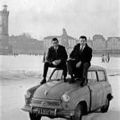 Mit dem Auto über den zugefrorenen See