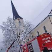 Umgeknickter Ast stürzte auf Kirchendach