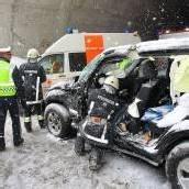 Urlauberfamilie krachte in Schröcken mit Auto in Lastwagen – Vier Verletzte