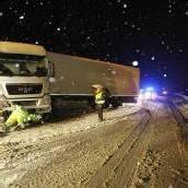 Zwei Lastwagen krachten auf der A 14 in die Mittelleitschiene