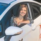 Miss Vorarlberg Angelika Albrecht freut sich über ihr neues Auto