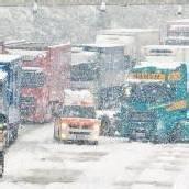 Autobahn gesperrt – Schneechaos auf den Straßen im Rheintal