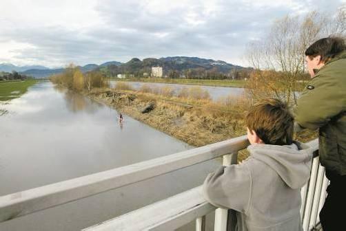 Überflutetes Rheinvorland: Solche Bilder lassen erahnen, was passieren könnte. Foto: Vn
