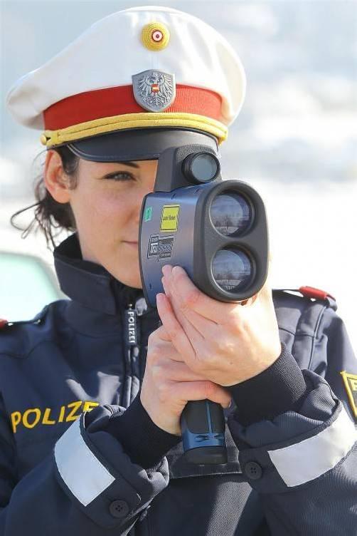 In Brederis fuhr ein Pkw-Lenker mit 145 Sachen durch die Gegend – und in den direkten Messbereich eines Radargeräts der Polizei.  Foto: VN/HB