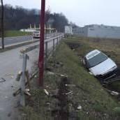 Auto in Graben geparkt und geflüchtet