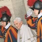 Als Papst Erster der zwölf Apostel