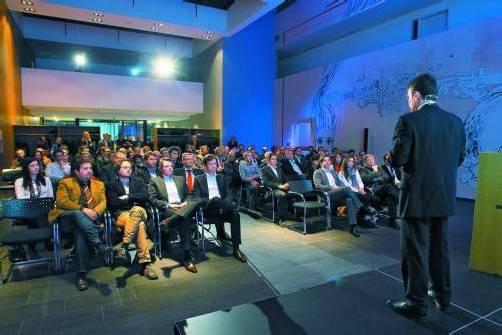 """Die """"innovation(night"""" ist auch nach mehr als 30 Veranstaltungen beliebter Treffpunkt für Wirtschaftstreibende und Politiker. Fotos: VN/Hofmeister"""