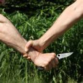 Bei Parkplatzstreit Messer gezückt