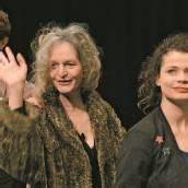 Mit Muttersprache Mameloschn von Marianna Salzmann startet das Theater Kosmos scharfzüngig und klug sein Theaterjahr