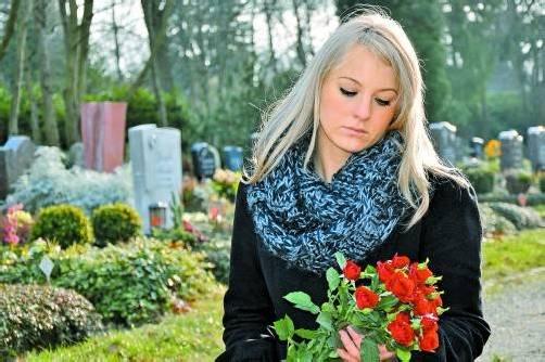 Nicht immer haben Tote Angehörige, die um sie trauern und die Beerdigung organisieren und zahlen – dann springen Land und Gemeinden ein.