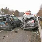 Fünf Verletzte bei Unfall auf A 14 Lkw-Fahrer übersah das Stauende /b1