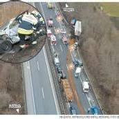 Lkw-Fahrer (33) übersah Stauende: Fünf Verletzte